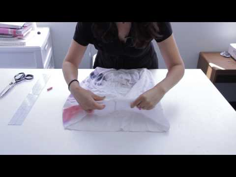 How to Cut a T-Shirt in a Cute, Bohemian Style : Fashion Project