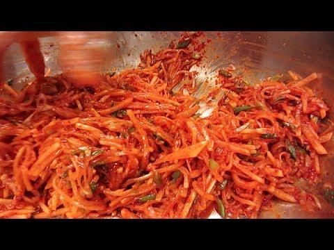 Spicy Seasoned Radish 무생채 (Korean Side Dish)