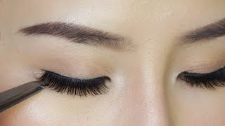 How to Apply False Eyelashes For Beginners