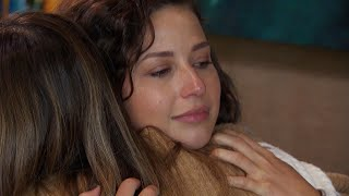 Katie And Sarah Have An Emotional Talk About Family And Priorities The Bachelor