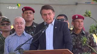 Bolsonaro discursa em cerimônia militar  no Rio de Janeiro