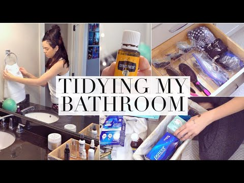 CLEAN WITH ME: Bathroom Decluttering and Organization!