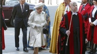 Kate Middleton joins Queen at coronation service
