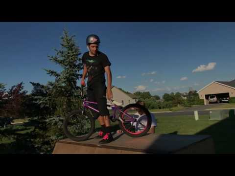 Riding a Quarter Pipe is Hard! *CRASHES*