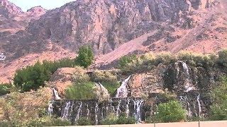 உஹத் மலையில் இருந்து நீர் வழிந்து ஓடும் காட்சி