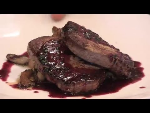 How to Pan-Sear Filet Mignon With Wild Mushrooms & Cabernet Sauce : Delicious Dishes