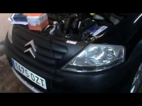 Citroen C3. Cambiar filtro gasoil combustible.  Video 16 de 20. Change diesel fuel filter.
