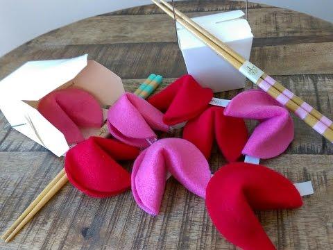 DIY Valentines : Fortune Cookies