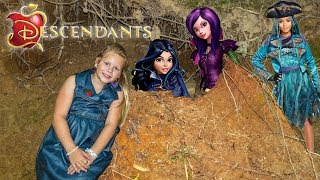 DESCENDANTS 2 Disney Assistant Hunts for Mal and Evie TheEngineeringFamily Video