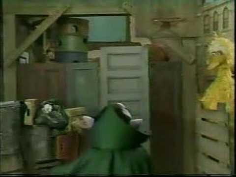 Classic Sesame Street: Snuffy jumps on Big Bird's trampoline