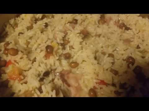 Pigeon peas Rice  with pigtail and baked chicken