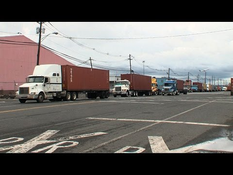 Trucking Companies Struggle to Find Drivers
