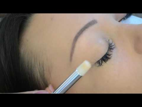Cleaning Eyelash Extensions with Lash Foam