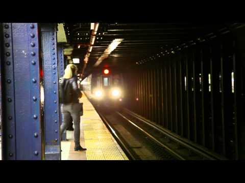 Queens Bound (N)/(R) Trains at 8 Street-NYU [R46/R160]