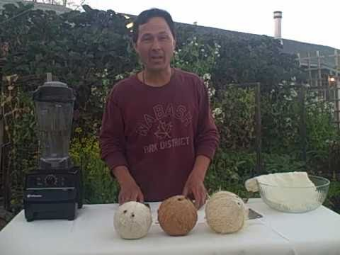 How to Make Coconut Milk and Remove the Meat from a Mature Coco Nut