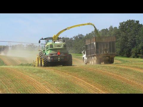 John Deer 8600 Chopping Hay