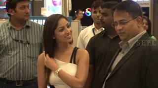 Hot Yami Gautam Exposed Her Milk Tank Size !!