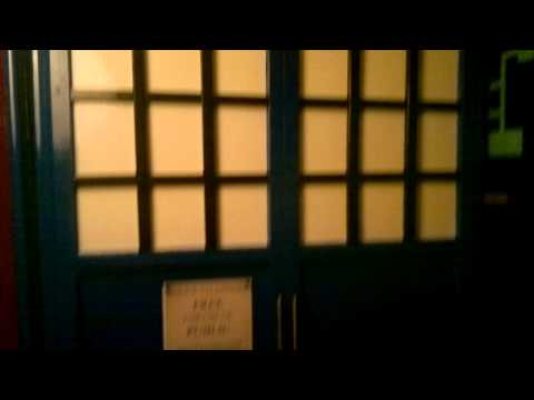 DR WHO TARDIS WARDROBE/FOLDING BED