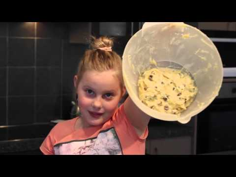 Baking Chocolate Chip Cookies with Betty Crocker's Mix