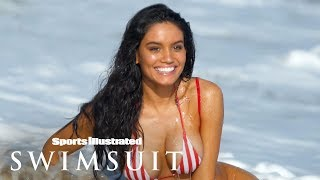 Watch Anne de Paula Get Washed Away By A Wave In 360 | Swimsuit VR | Sports Illustrated Swimsuit