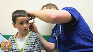 Cet enfant dit avoir mis un crayon dans son oreille, mais le médecin en extrait bien pire…