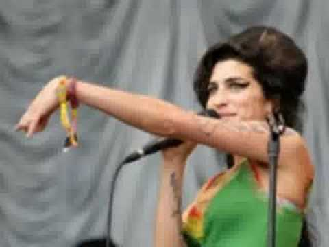 Amy Winehouse - I Saw Mummy Kissing Santa Claus
