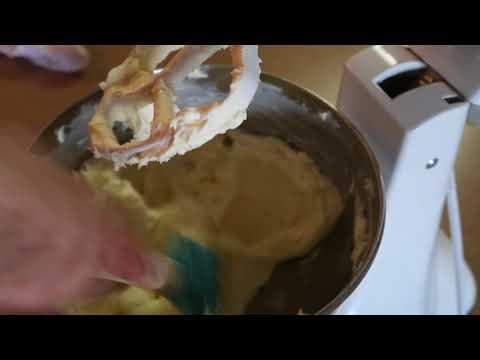 Cream Cheese Buttercream |Buttercream | DIY and How TO | Delicious Buttercream