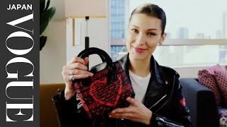 ベラ・ハディッドのバッグの中身を大公開! スーパーモデルが持ち歩くパワーストーンとは?|In The Bag