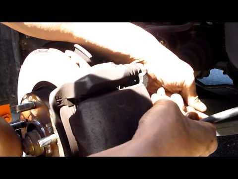 Honda Accord -- How to bleed the brake fluid