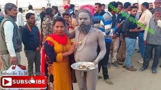 टूरिस्ट महिला के साथ नागा साधु ने की छेड़ छाड़ वीडियो हुआ वायरल #kumbhmela 2019