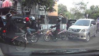 ORANG JATUH KESERET MOTOR & KEJADIAN KEJADIAN LUCU LAINNYA JATUH DARI MOTOR