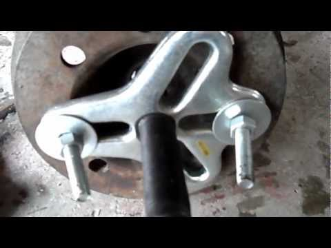 removing a crankshaft pulley with a puller