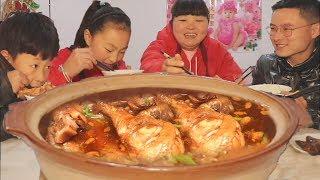 """【陕北霞姐】15个鸡腿,做家常""""蒜香酱鸡腿"""",配四川腊肠,喝米汤,一家大小抢着吃!"""