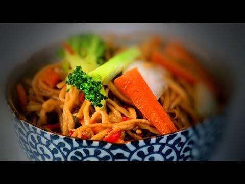 Stir Fry Noodles & Vegetables in Oyster Sauce (Chinese Vegetarian Recipe)