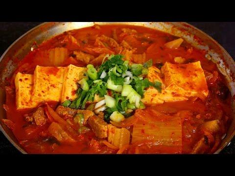 Kimchi Stew (Kimchi-jjigae: 김치찌개)