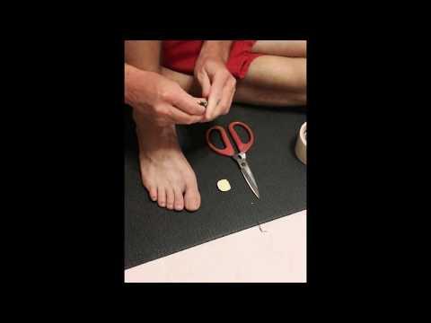 Prevent black bruised toenails . How to use Amazing Toe Pads ?