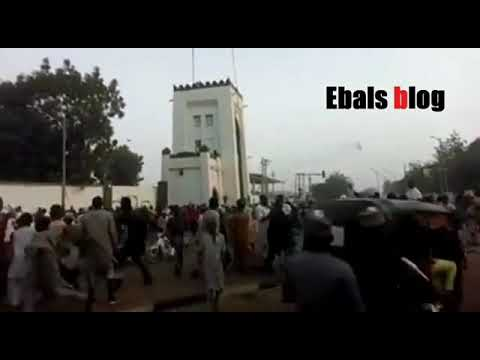 Sultan of Sokoto's Palace Being Stoned In New Video