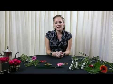 10 - DIY Buttonhole and Corsage