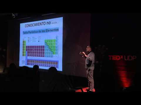 Eres Más Inteligente que la Empresa para la que Trabajas | Javier Martínez | TEDxUDP