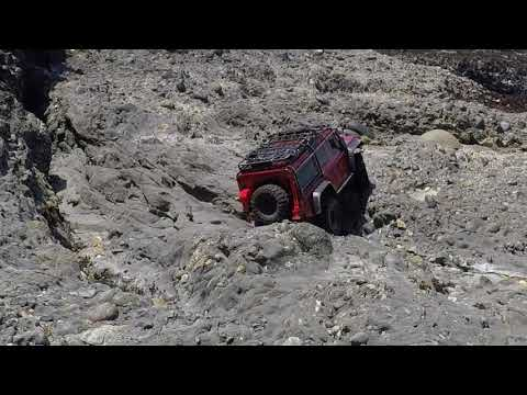 Traxxas TRX-4 Defender steep and technical crawl with heavy body