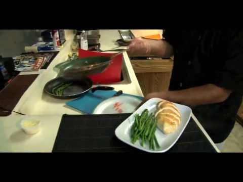 How to Make Baked Chicken with Steamed Vegetables on the Side