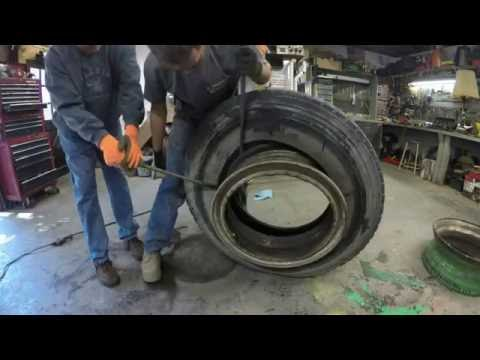 Changing tubeless truck tires
