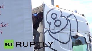 France: Desperate migrants target lorries amid Calais unrest