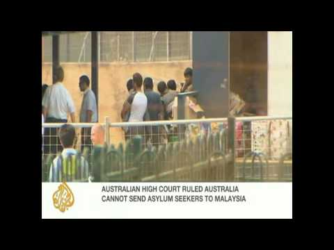 Australian court blocks Malaysia refugee swap