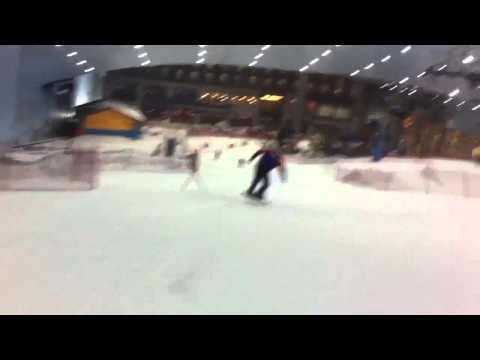 Snowboardåkning i Dubai, Förenade Arabemiraten. Över +30 gr