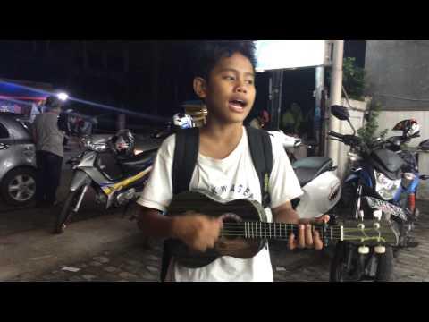 Pengamen Cilik - Nyanyi Lagu Pesawat Tempur