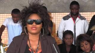 Bijoux La Reine A Reagir Ndenge La Bouche Autoriser Asambwisakiye