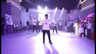 רקדני a-wa בריקוד עם חתן הבר מצווה ליאל אשואל לצלילי חביב גלבי