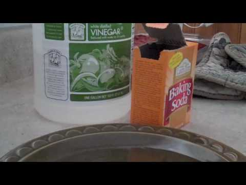 Cleaning the Inside of  Dishwasher with Vinegar and Baking Soda