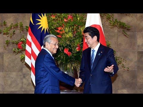 Tun M makes courtesy call on Shinzo Abe